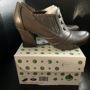 Earthies Lavarra Walnut Turino Leather NIB Size 9